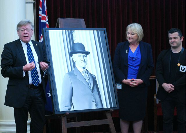 Victorian Presiding Officers unveil Sir Isaac Isaacs portrait with artist Juan Ford
